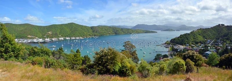 Baía de Waikawa & Marina Panorama, sons de Marlborough, Nova Zelândia fotografia de stock