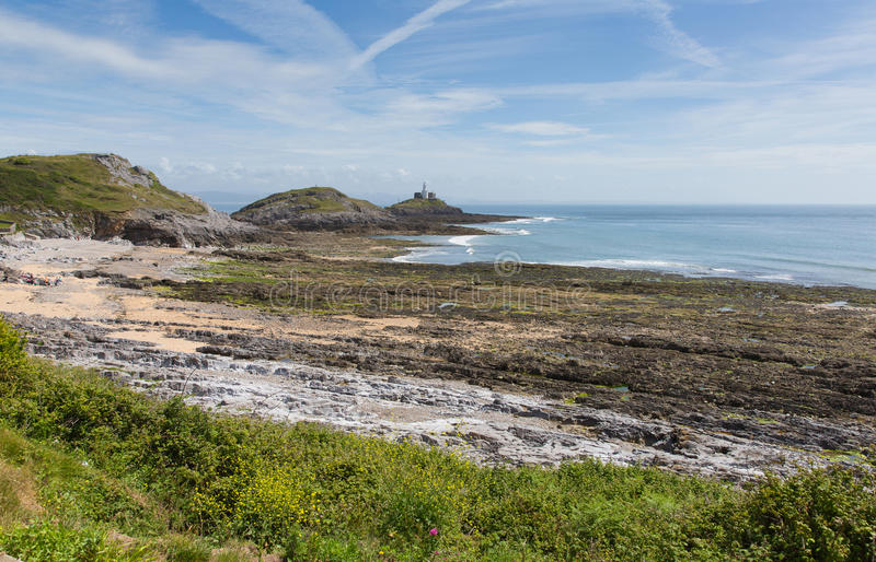Baía do bracelete Gower Peninsula South Wales com farol dos Mumbles imagem de stock