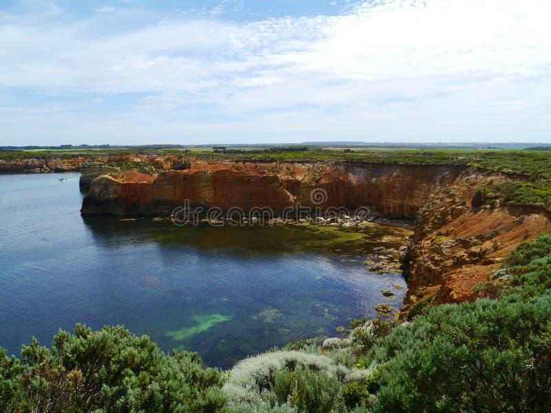 Baía do parque litoral das ilhas na grande estrada do oceano imagem de stock