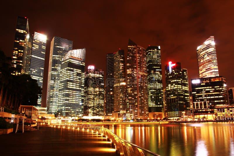 A baía do porto de Nightscop lixa singapore fotografia de stock