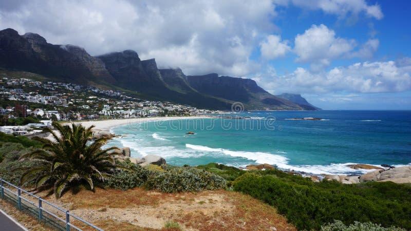 Baía dos acampamentos em Cape Town, África do Sul fotografia de stock royalty free