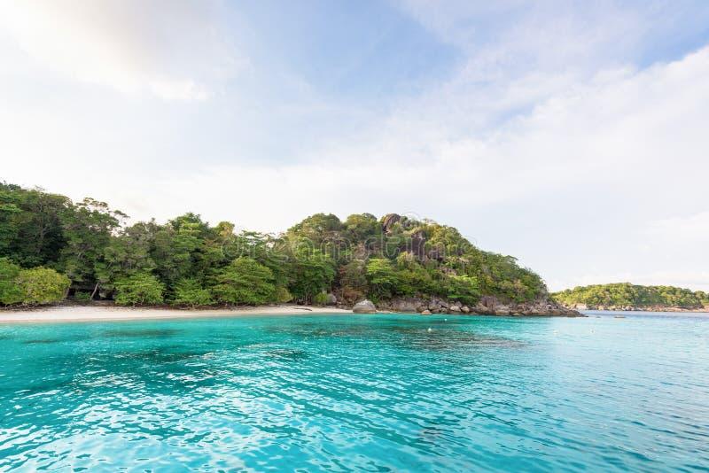 Baía e praia da lua de mel na ilha de Similan, Tailândia fotos de stock