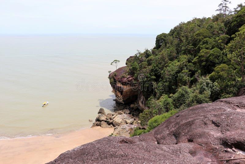 Baía fantástica com rochas - parque nacional de Bako, Sarawak, Bornéu, Malásia, Ásia fotografia de stock