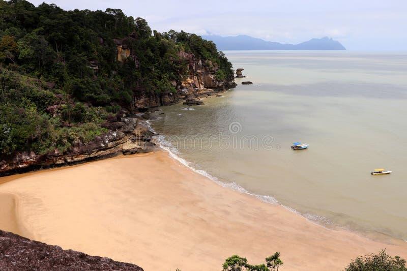 Baía fantástica com rochas - parque nacional de Bako, Sarawak, Bornéu, Malásia, Ásia imagens de stock royalty free