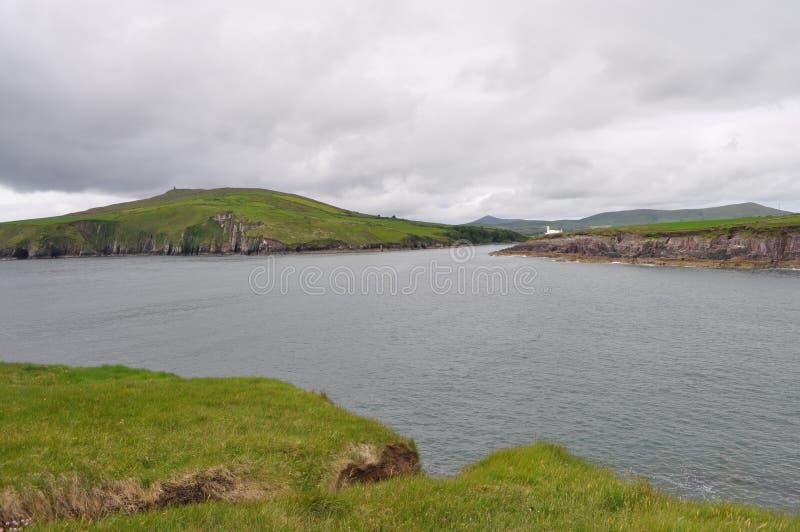Baía litoral no Dingle, Kerry do condado, Irlanda fotografia de stock