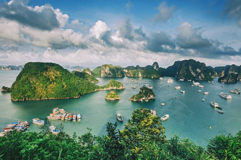 Baía longa do Ha em Vietname, opinião do panorama foto de stock