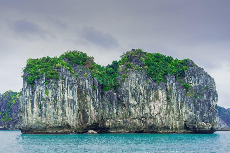 Baía longa do Ha, relance 3 de Vietname fotografia de stock