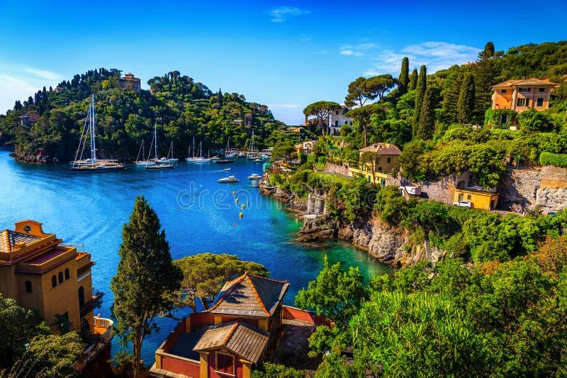 Baía mediterrânea fantástica com porto espetacular, Portofino, Liguria, Itália, Europa imagens de stock royalty free
