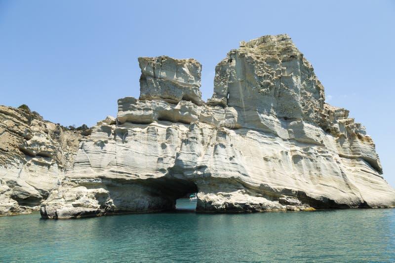 Baía Milos Greece de Kleftiko da formação de rocha imagem de stock