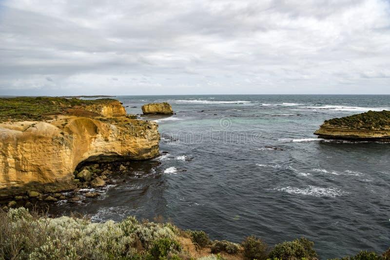 Baía na grande estrada do oceano, Austrália fotos de stock