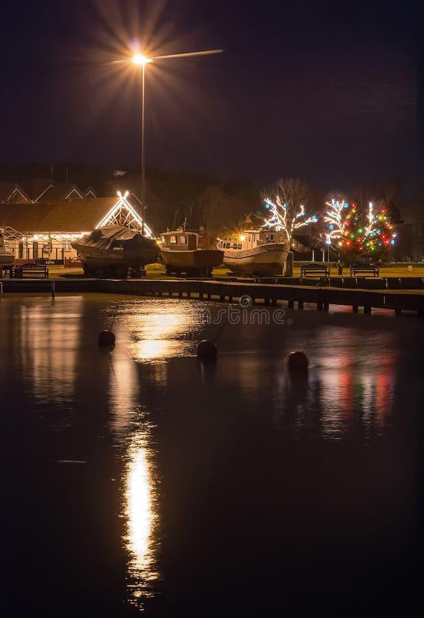 Baía na noite, uma estância turística de Nida em Lituânia fotos de stock royalty free