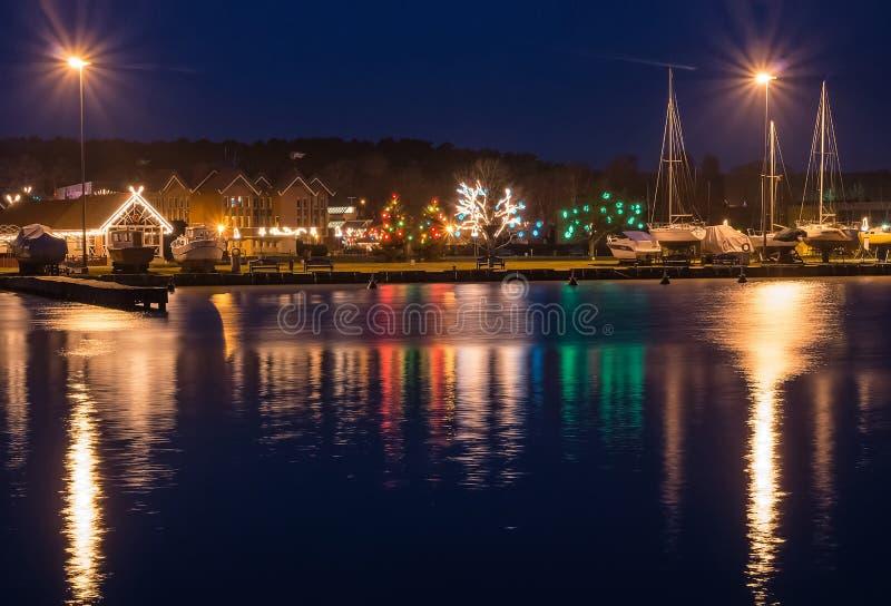 Baía na noite, uma estância turística de Nida em Lituânia imagem de stock