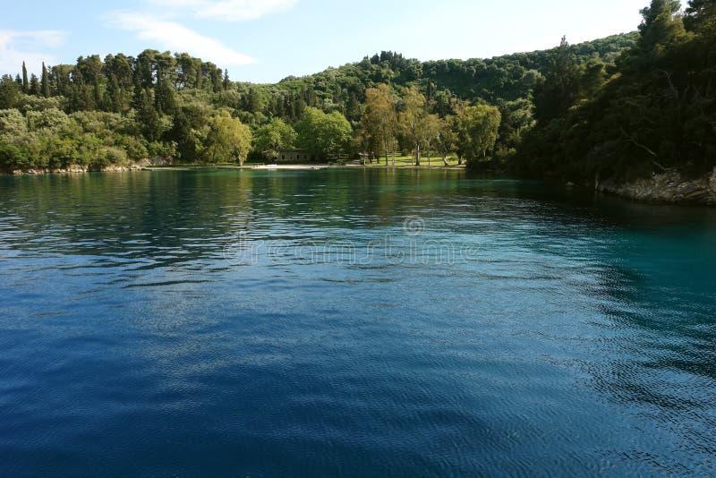 A baía pequena na ilha grega fotografia de stock royalty free