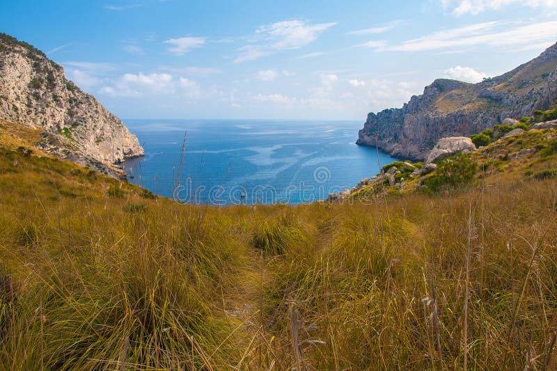 Baía pequena no norte de Mallorca fotografia de stock