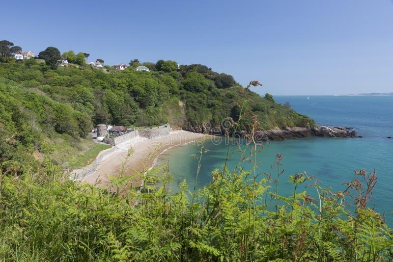 Baía pitoresca na ilha de Guernsey, Reino Unido fotografia de stock