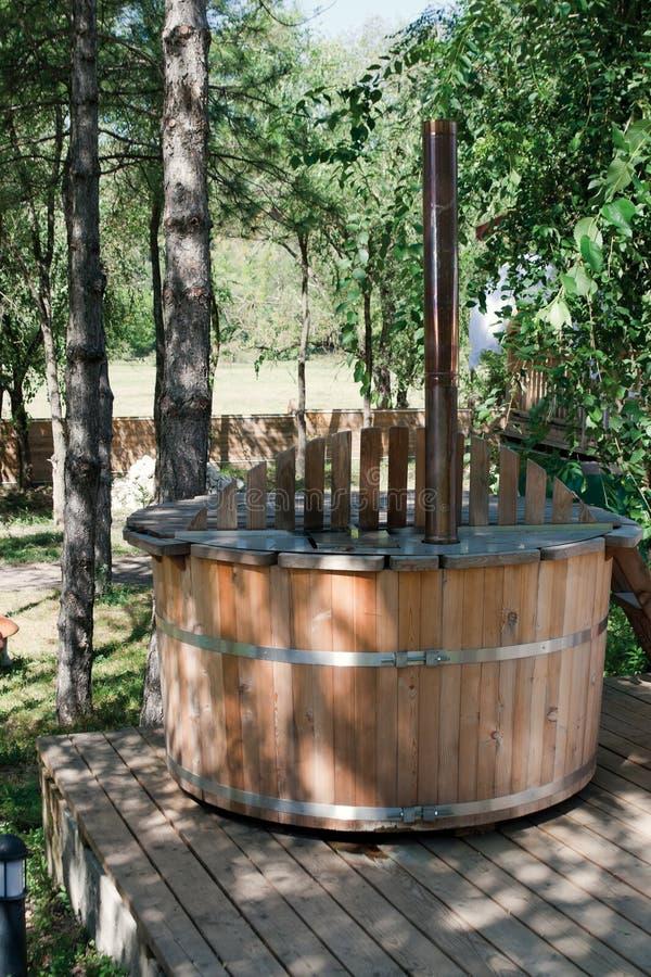 Bañera de madera imágenes de archivo libres de regalías