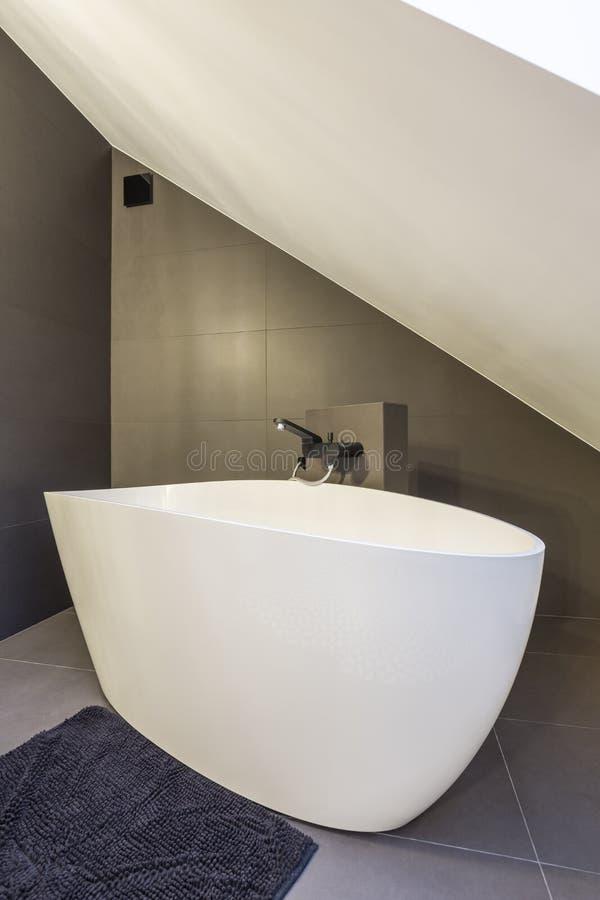 Bañera oval moderna fotos de archivo