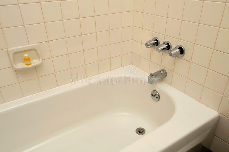 Bañera para el balneario y la relajación imagen de archivo