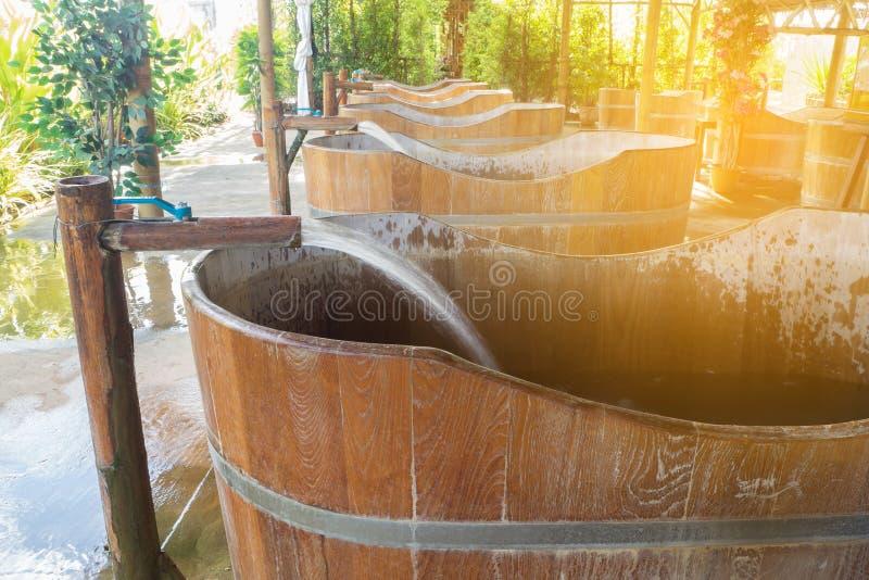 Baño de Onsen en área pública en el parque natural en Tailandia fotos de archivo libres de regalías