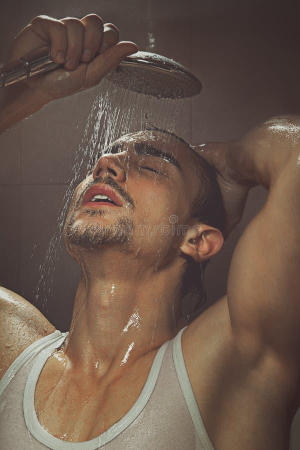Baño del hombre foto de archivo