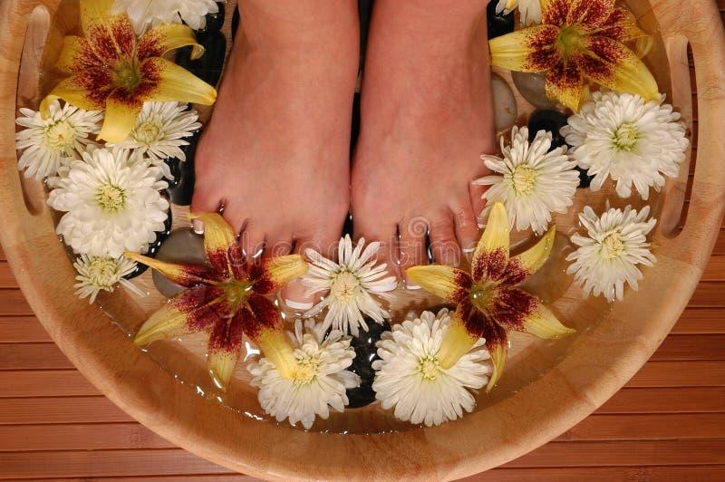 Baño del pie imagenes de archivo