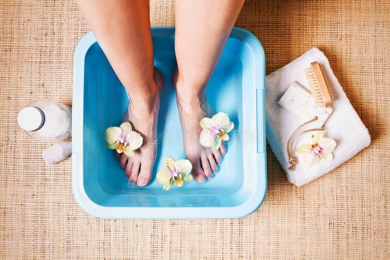 Baño del pie imagen de archivo libre de regalías