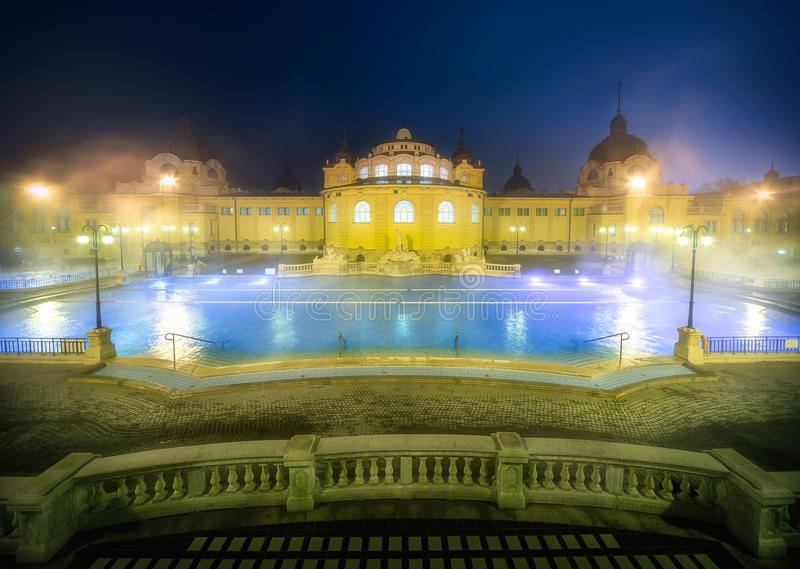 Baño medicinal del balneario de Szechenyi, Budapest, Hungría imagen de archivo