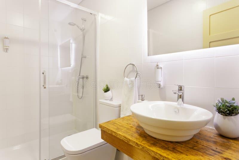 Baño moderno imagen de archivo