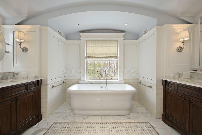 Baño principal en hogar de lujo imágenes de archivo libres de regalías