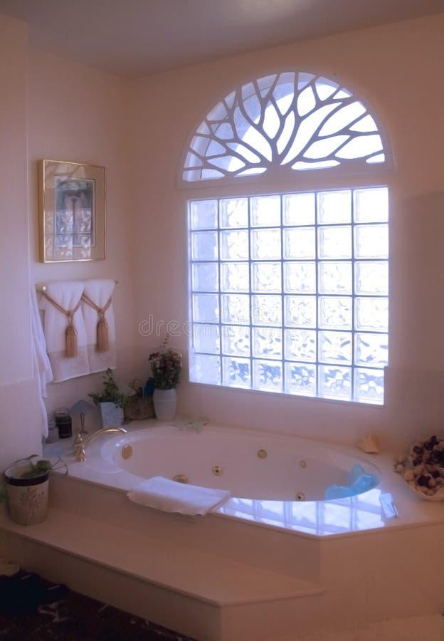 Baño que brilla intensamente foto de archivo libre de regalías