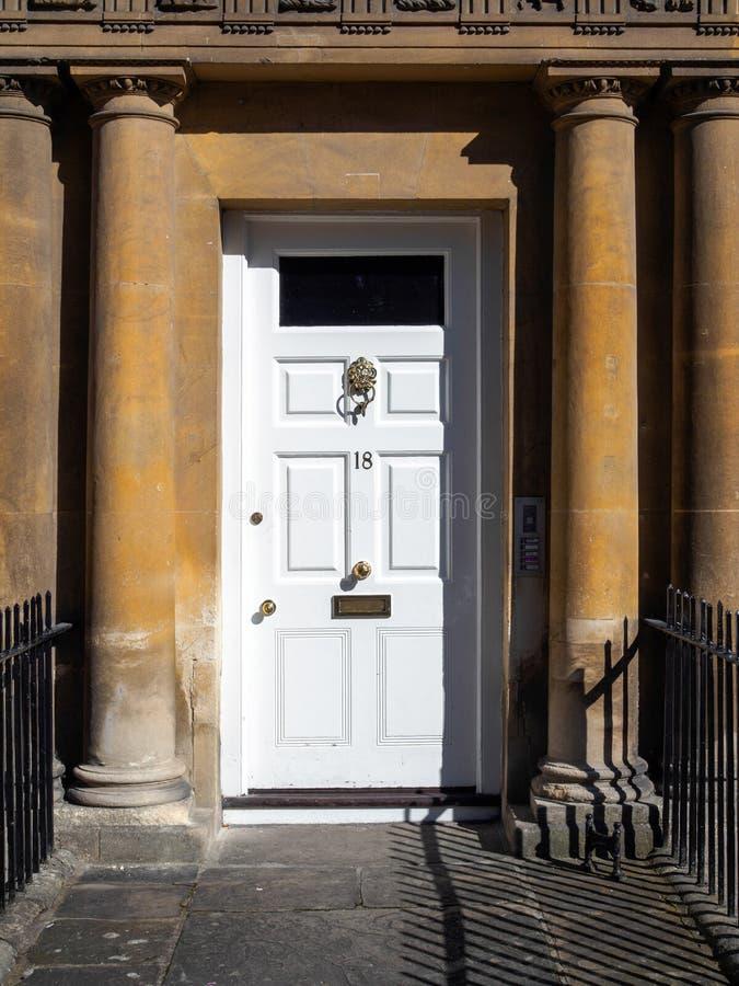 BAÑO, SOMERSET/UK - 2 DE OCTUBRE: Front Door de una casa en th imagen de archivo