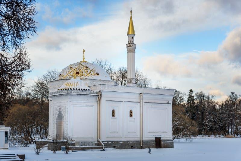 Baño turco en el parque de Catherine en Tsarskoe Selo en invierno pushkin St Petersburg Rusia fotos de archivo