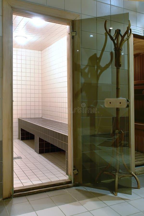 Baño turco en hotel moderno imagen de archivo