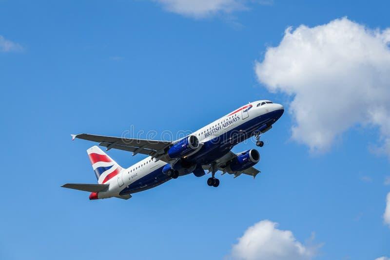 BA British Airways, Airbus A320 - 200 décollent photo libre de droits