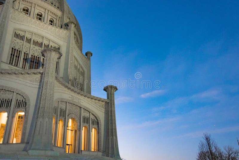Ba ` hai寺庙在日落期间的Wilmette 免版税库存照片