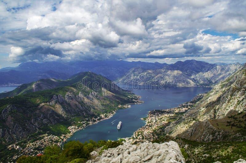 Baai in de bergenmening van de hoogten royalty-vrije stock fotografie