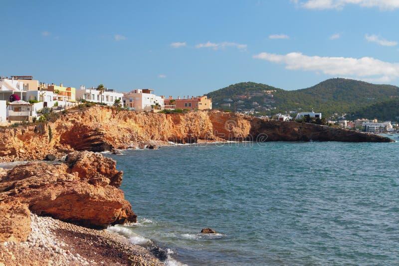 Baai en kaap Tabernera Punta Tabernera Ibiza, Spanje stock afbeeldingen