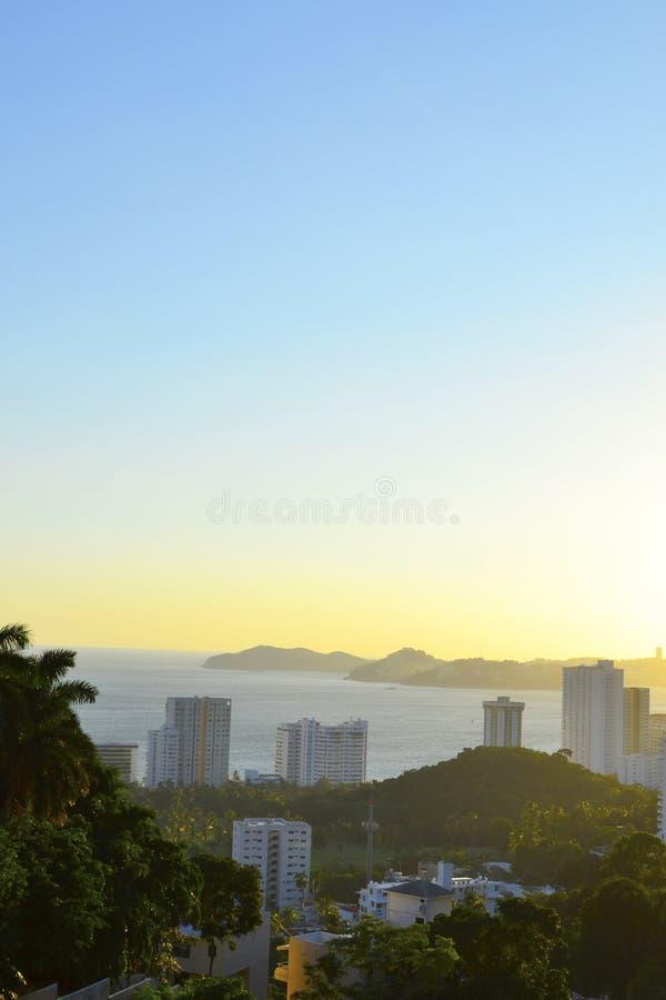 Baai van Acapulco in de ochtend royalty-vrije stock afbeeldingen