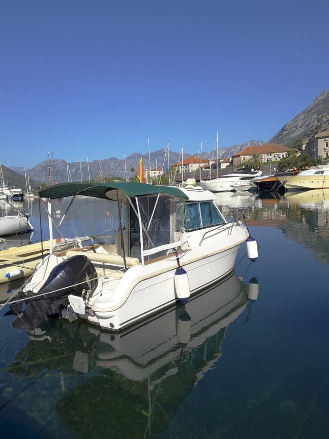 Baai van Kotor in de herfst royalty-vrije stock fotografie