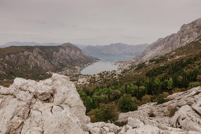 Baai van Kotor van de hoogten stock foto