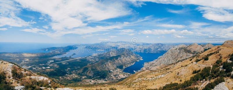 Baai van Kotor van de hoogten Mening van Onderstel Lovcen aan de baai royalty-vrije stock afbeelding