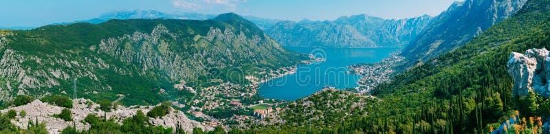 Baai van Kotor van de hoogten Mening van Onderstel Lovcen aan de baai stock afbeelding