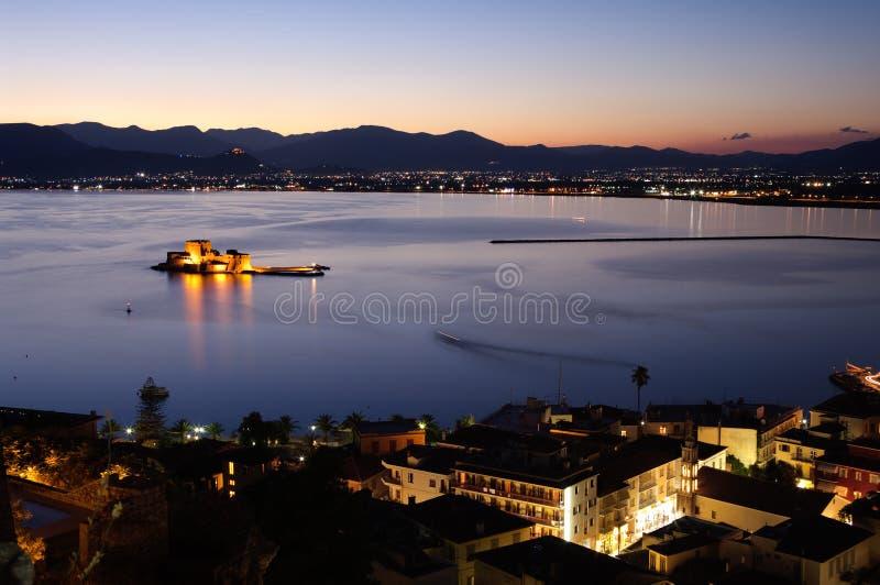 Baai van 's nachts Nauplia stock fotografie