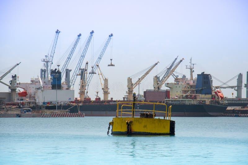 Baaimening van Veracruz Mexico en zeehaven met kranen en schepen op een achtergrond stock foto