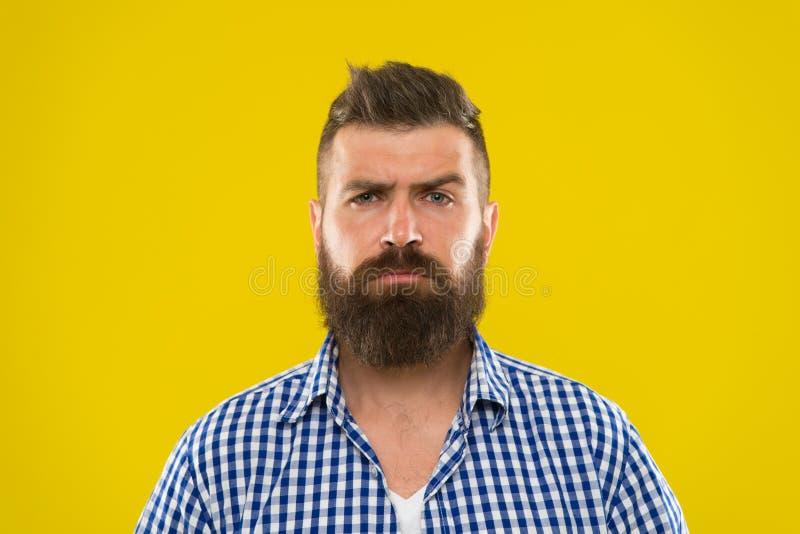Baardmens Haar en baardzorg Gebaarde mens Mannelijke kapperszorg Rijpe hipster met baard Brutale Kaukasische hipster met royalty-vrije stock foto
