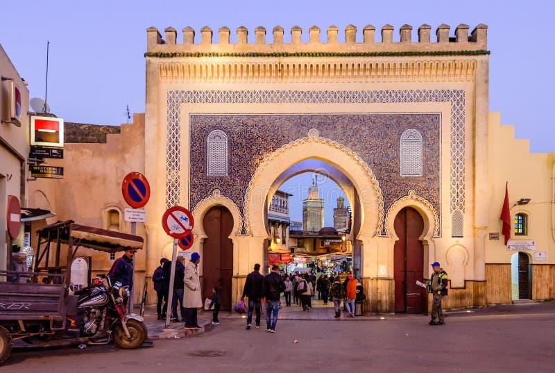 Bab Bou Jeloud-poort Blauwe Poort - de poort aan de oude stad van FEZ stock foto