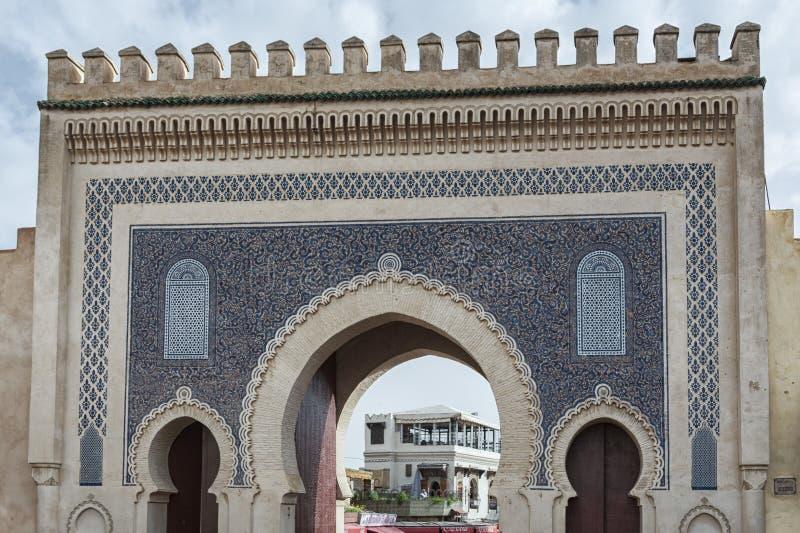 Bab Bou Jeloud-poort de Blauwe die Poort in Fez wordt gevestigd royalty-vrije stock fotografie