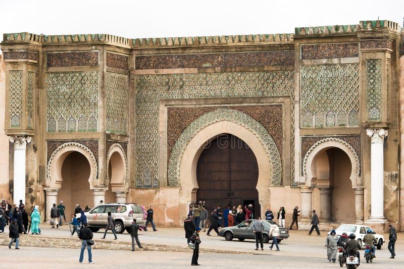 Bab el-Mansour utfärda utegångsförbud för Meknes, Marocco royaltyfri fotografi