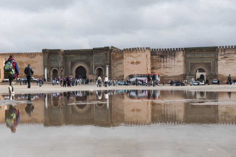 Bab el-Mansour utfärda utegångsförbud för Meknes, Marocco arkivfoton
