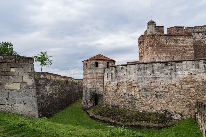 Baba Vida är en medeltida fästning i Vidin i nordvästlig Bulgarien och stads primära gränsmärke royaltyfria bilder